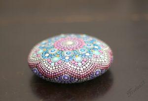 Ръчно-рисуван-камък-за-медитация-и-релаксация