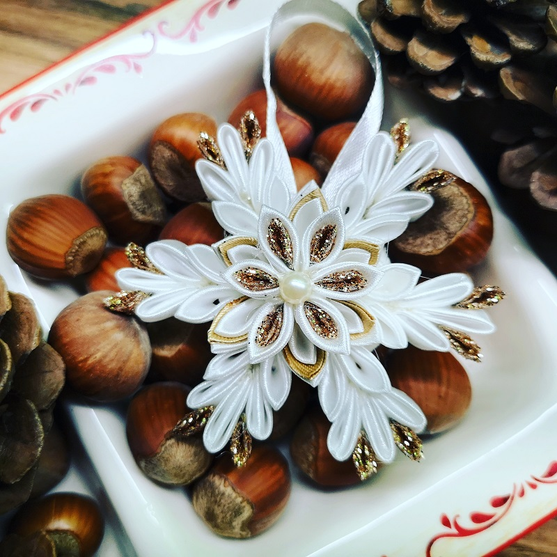 Коледна-декорация-тип-снежинка