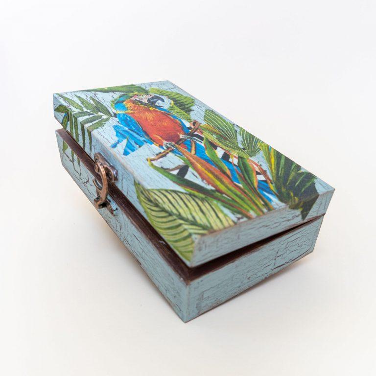 дървена-кутийка-за-бижута-декупаж