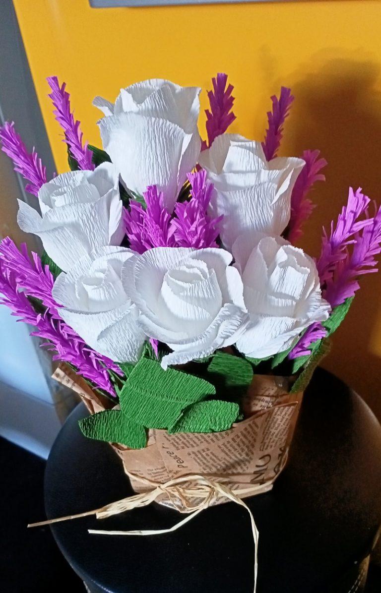букет-от-бели-рози-и-лавандули