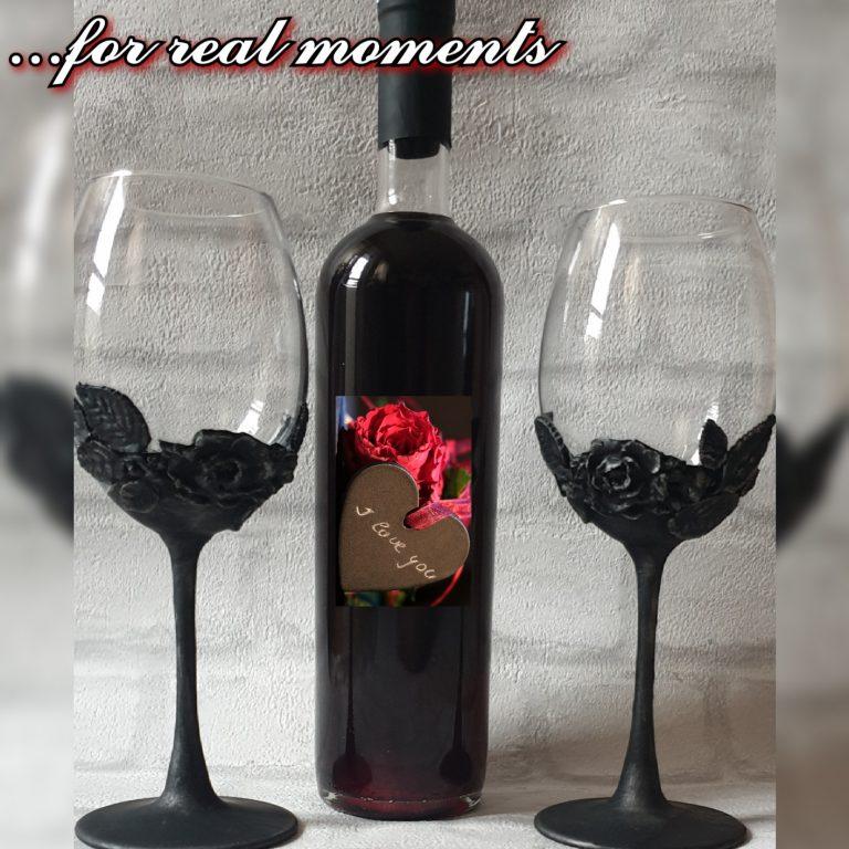 декорирани-чаши-и-бутилка