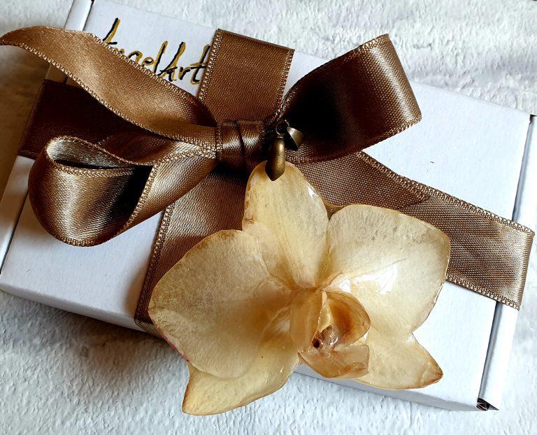 Колие-с-естествена-орхидея