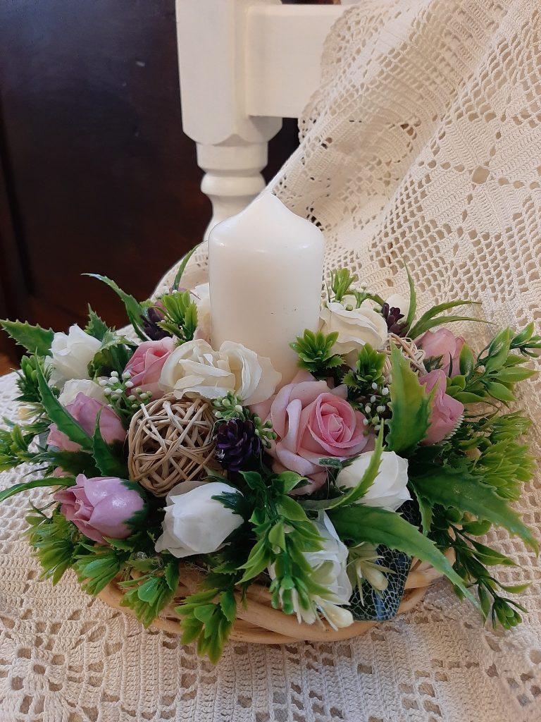 декорация-в-романтичен-стил-с-една-свещ