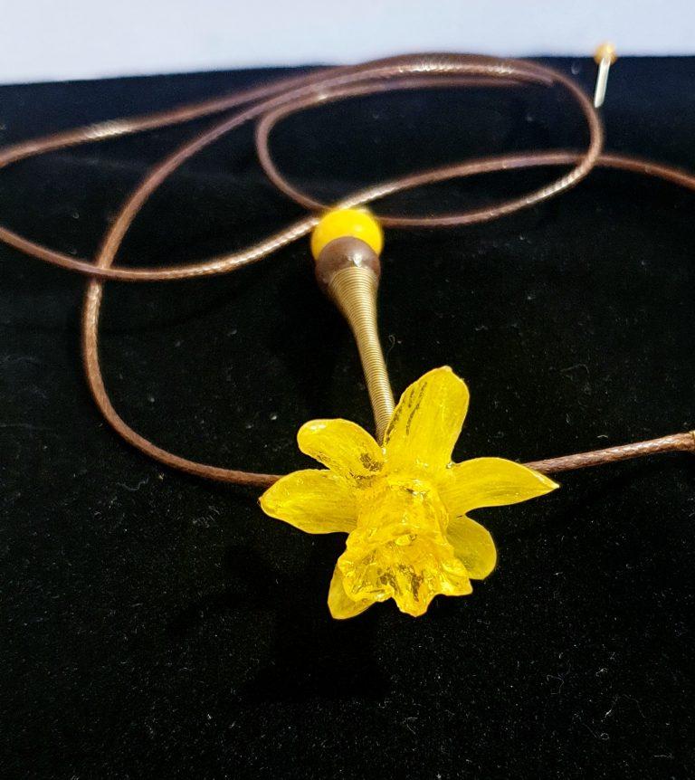 медальон-с-естествено-цвете-нарцис