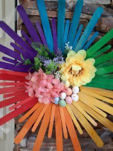 великденски-венец-с-дървени-летви-и-цветя