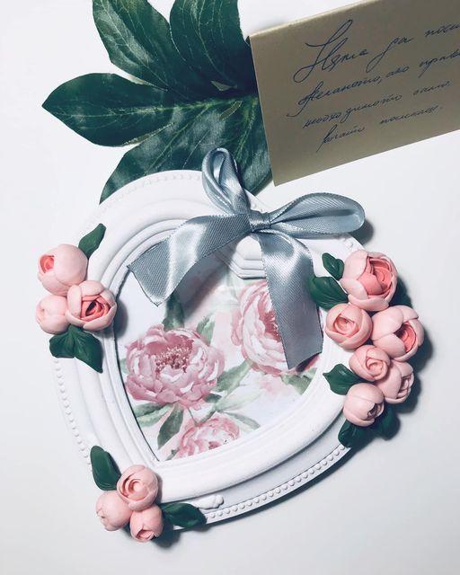 """рамка-за-снимки-сърце-с-цветя"""" декорирана-с-полимерна-глина"""