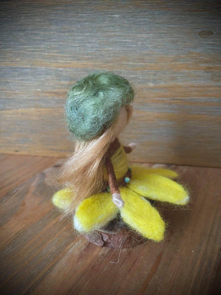 кукла-от-вълна-слънчогледово-дете