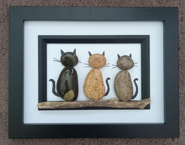 пано-котки-с морски-камъчета